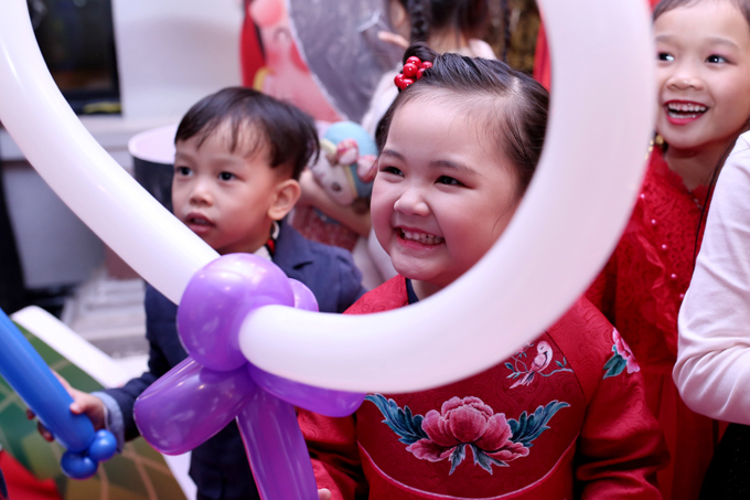 Maya hò hét 'Việt Nam giỏi quá' trong tiệc sinh nhật con gái