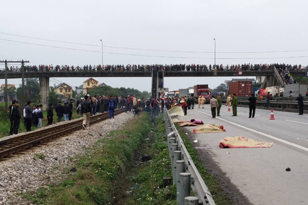 Hải Dương: Xe tải đâm đoàn đưa tang, 9 người chết