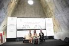 Thùy Dung, Hồng Tuyết tặng sách tại Bảo tàng Thế giới Cà phê