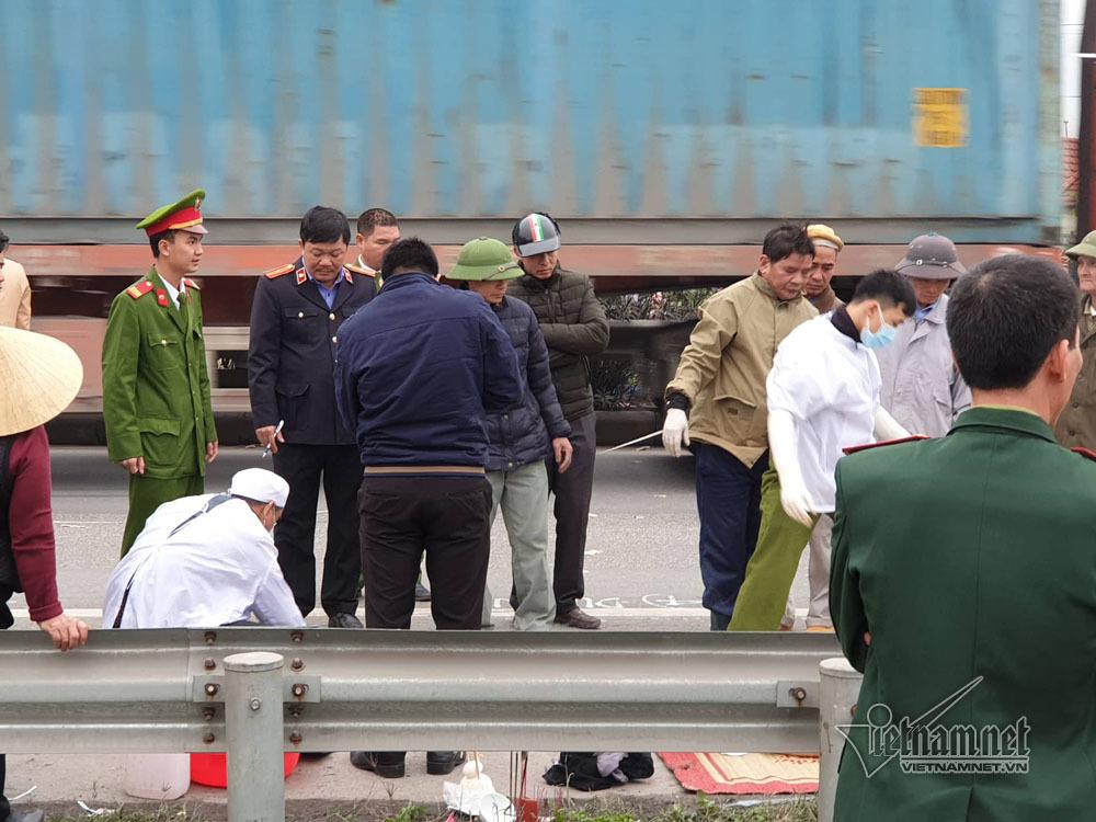 Hải Dương: Khóc ngất bên thi thể đoàn cán bộ xã bị xe tải đâm