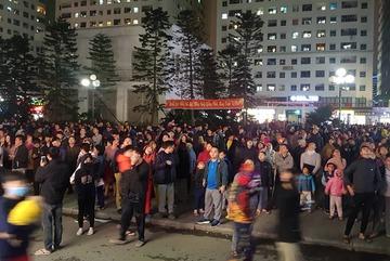 Cháy tầng 15 chung cư Linh Đàm, trăm người chạy lao xuống đất lánh nạn