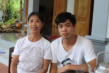 Tiết lộ bất ngờ về món quà sinh nhật mẹ Công Phượng tặng con