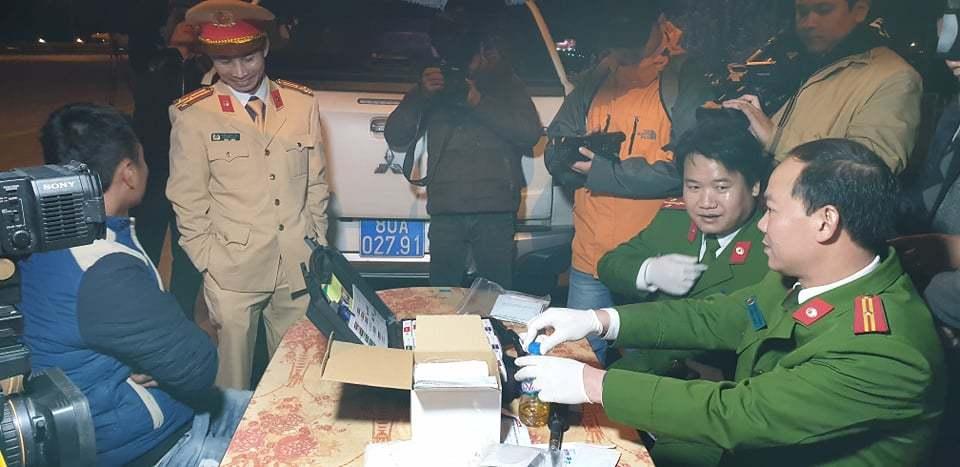 CSGT trắng đêm kiểm tra xe container, 1 tài xế dương tính với ma túy