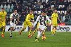 """Ronaldo đá hỏng phạt đền, Juventus vẫn thắng """"3 sao"""""""