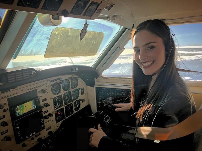 9X được mệnh danh 'nữ phi công nóng bỏng nhất thế giới'