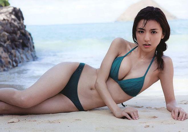 Một nửa nóng bỏng đáng ghen tị của các cầu thủ Nhật tại Asian Cup 2019