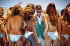 Những chiến dịch quảng cáo thời trang gây tranh cãi vì quá 'nóng'