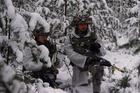 Hé lộ cảnh huấn luyện bộ binh Anh giữa băng tuyết cực điểm
