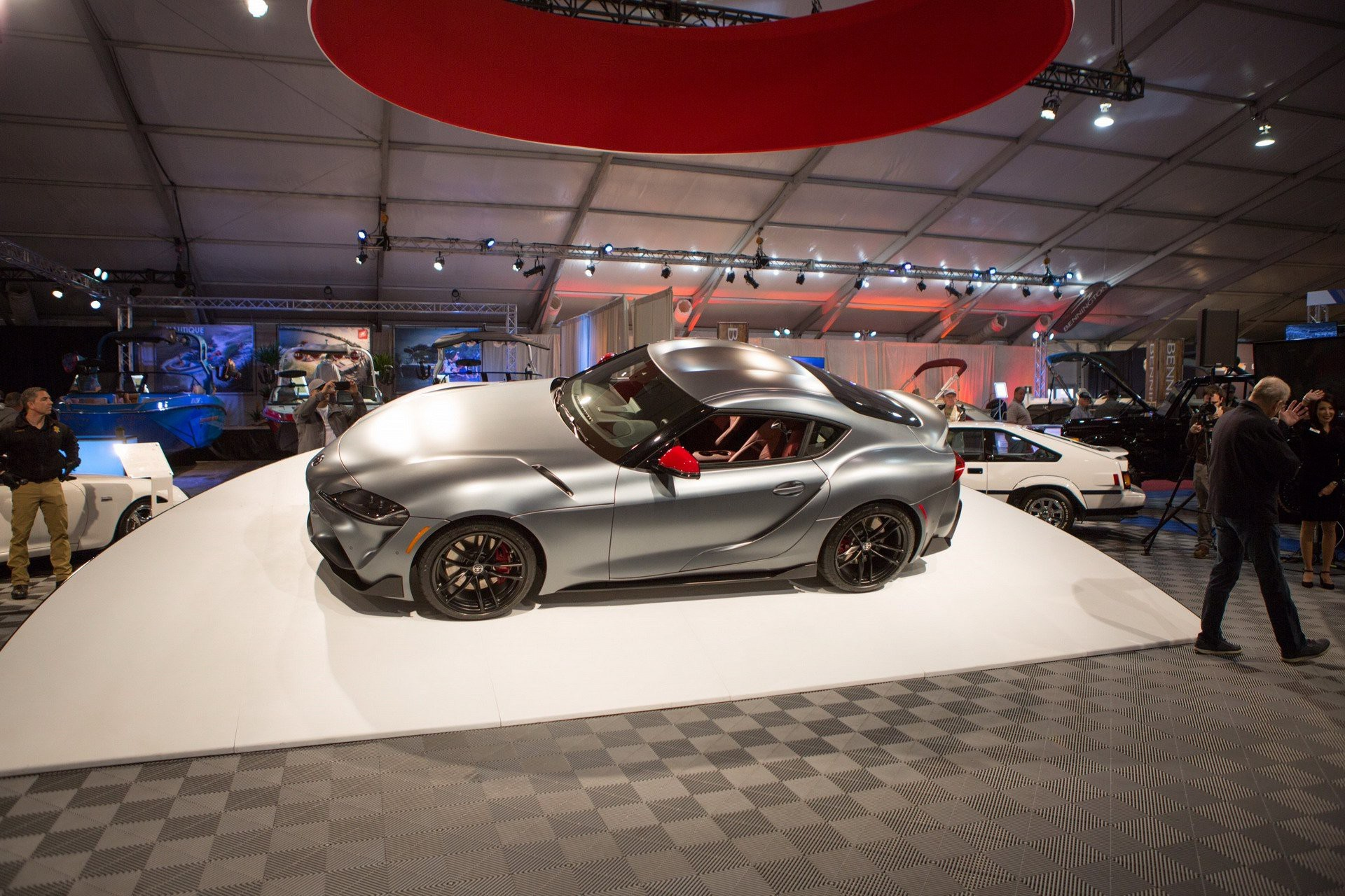 Mua Toyota 50 tỷ đồng, đẳng cấp nhà tài phiệt thế giới