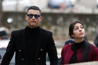 """MU chọn """"giám đốc"""" Van der Sar, Ronaldo ra tòa như phim"""