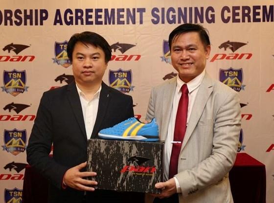 Bầu Tú bắt tay với người Thái để nâng tầm futsal Việt