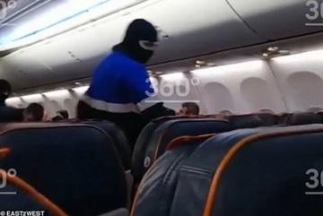 Khoảnh khắc không tặc bị khống chế trên máy bay Nga