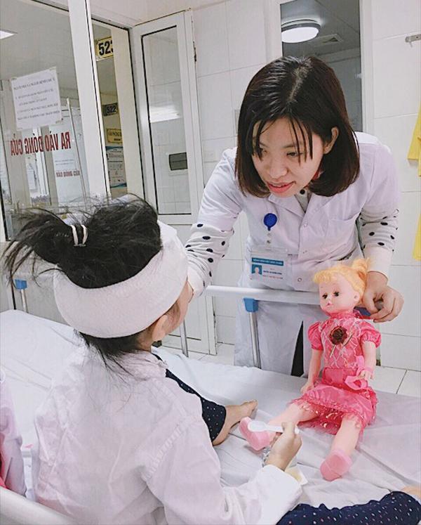 Bé gái 6 tuổi Nam Định bị chó nhà 30kg cắn nát mặt