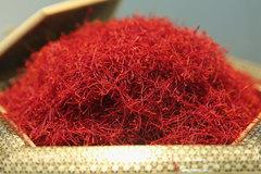 Quà Tết biếu sếp, mua mấy sợi 'vàng đỏ' giá 500 triệu/kg