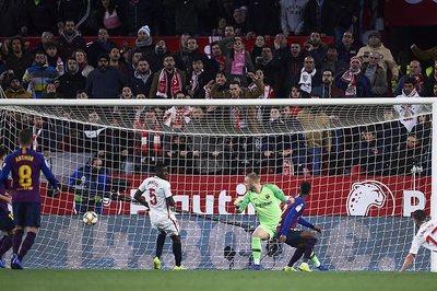 Barca thua trắng Sevilla ở lượt đi tứ kết Cúp Nhà Vua