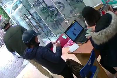 Hà Nội: Mạo danh cán bộ phường lừa bán bột thông cống 3,6 triệu