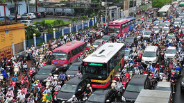 Quá yếu thế, đường nào cho người đi xe máy an toàn?