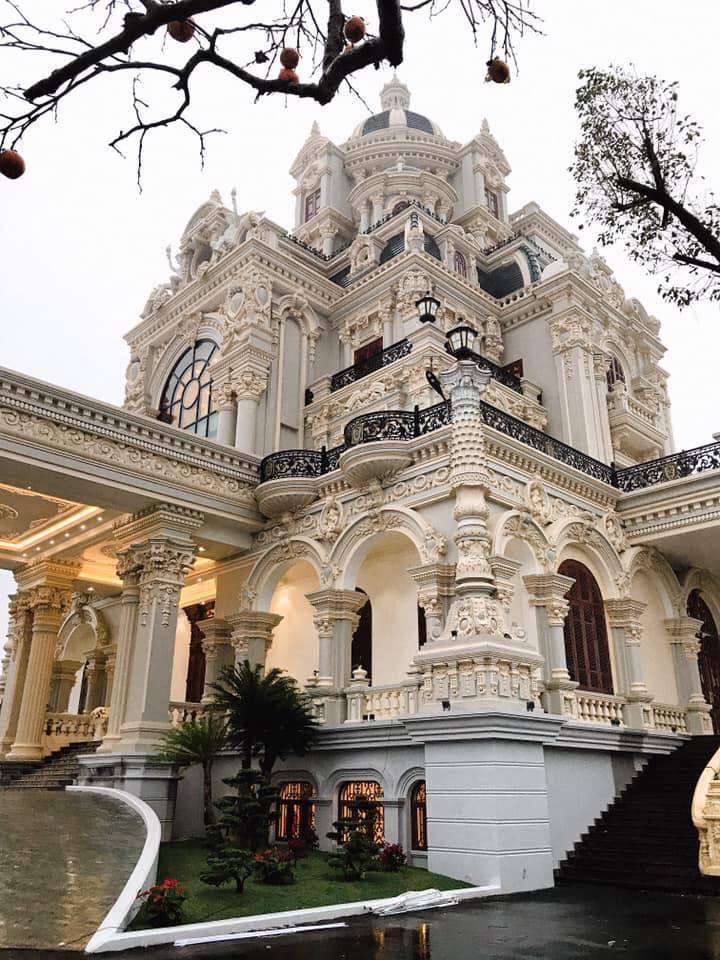 Nhan sắc gây trầm trồ của bà chủ tòa lâu đài 7 tầng ở Nam Định