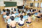Tranh cãi phương pháp bắt học sinh cởi trần đi học trong suốt 40 năm