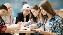 Sinh viên thắc mắc thủ tục vay tiền đi học
