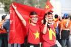 """Việt Nam vs Nhật Bản: Fan Việt """"nhuộm đỏ"""" SVĐ Al Maktoum"""
