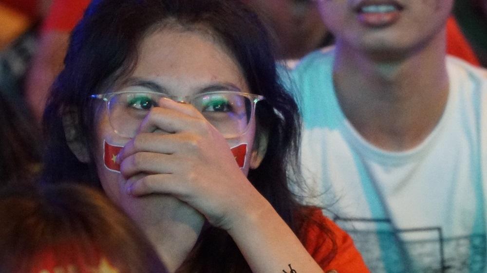 CĐV Sài Gòn òa khóc sau thất bại nuối tiếc của tuyển Việt Nam