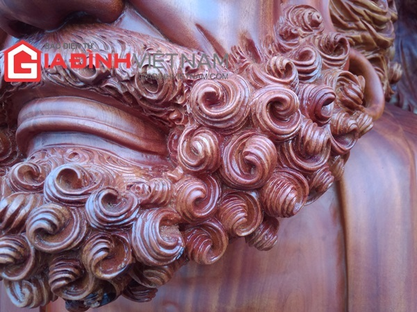 Kinh ngạc chợ Tết, tượng quý hiếm trên khối gỗ khổng lồ