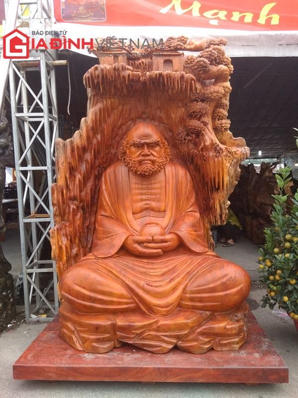 https://vnn-imgs-f.vgcloud.vn/2019/01/25/09/can-canh-tuong-dat-ma-su-to-lam-tu-khoi-go-nang-gan-6-tan-gia-1-5-ty-dong.jpg