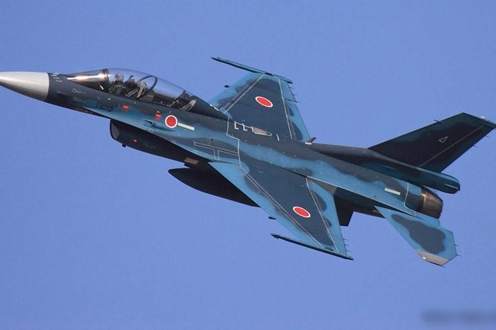 Cận cảnh máy bay tiêm kích săn hạm Nhật Bản