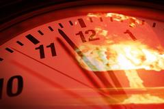 Đồng hồ tận thế chạy sát giờ chết chóc