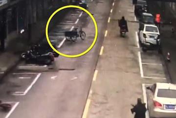 Kỳ lạ cảnh xe ba bánh không người lái tự chạy băng băng