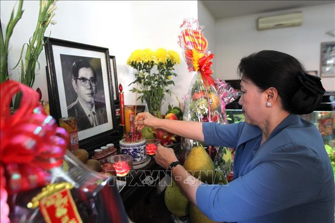 Chủ tịch QH thắp hương tưởng niệm nguyên lãnh đạo Đảng, Nhà nước