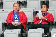 Thầy Park buồn hiu trên khán đài khi Hàn Quốc thua Qatar