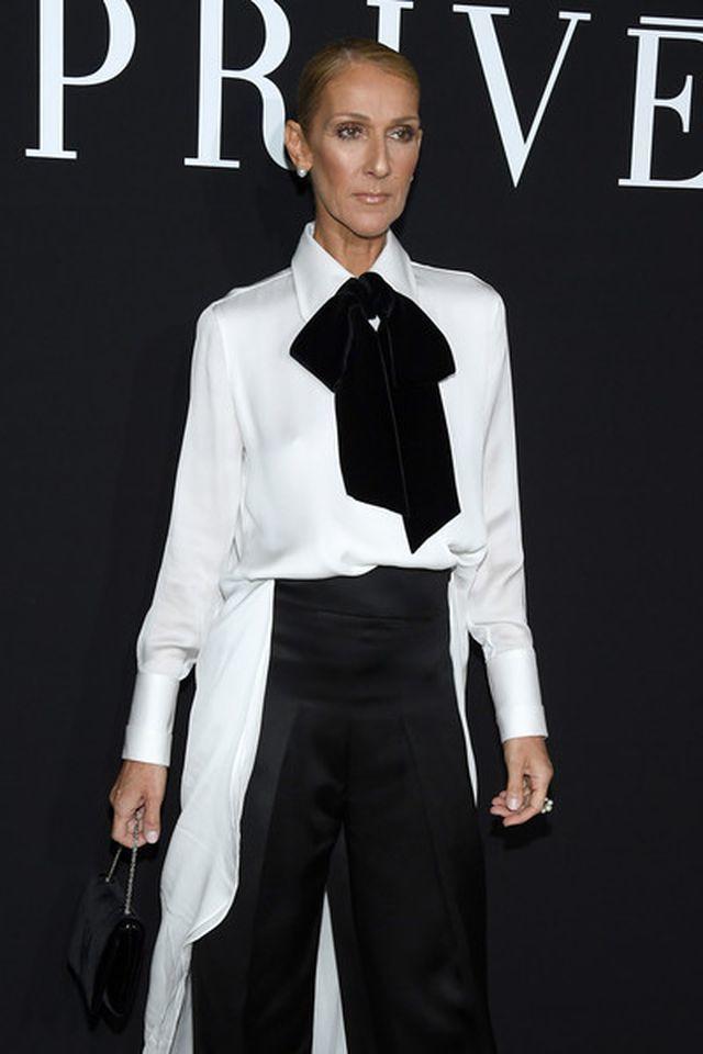 Celine Dion diện áo hở bạo tại Paris