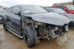 """Ai dám bỏ hơn 100 ngàn đô """"rước"""" siêu SUV tai nạn nát đầu?"""