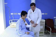 Kỳ diệu, lấy da và cơ đùi ghép lên tay giúp chàng trai Nam Định hết liệt
