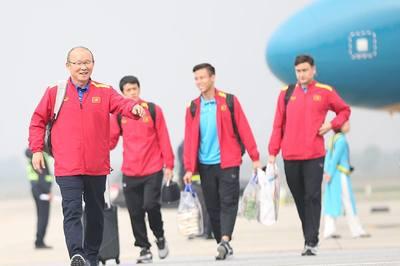 Những người hùng tuyển Việt Nam rạng rỡ ngày trở về