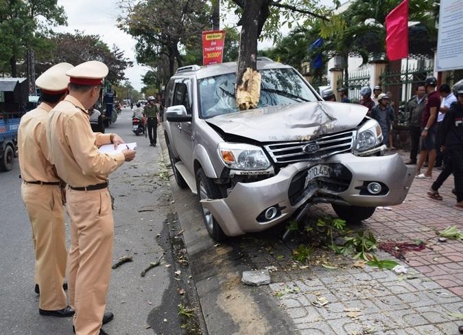 Khởi tố tài xế tông thương vong 2 mẹ con đứng chờ xe trên hè