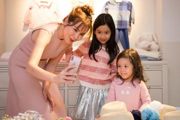 Lưu Hương Giang lần đầu xuất hiện cùng 2 con gái