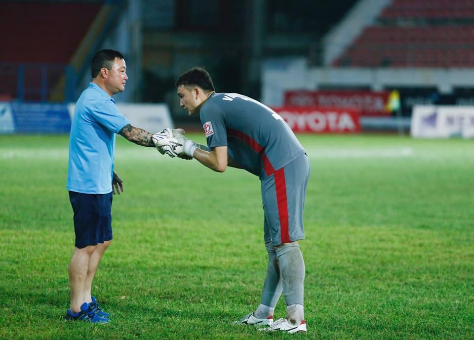 Đặng Văn Lâm viết tâm thư chia tay Hải Phòng sang Thái Lan thi đấu