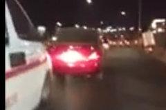 Phẫn nộ tài xế không nhường đường cho xe cấp cứu