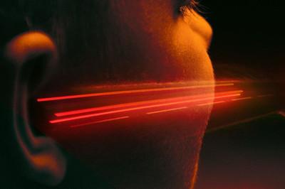 Công nghệ này truyền âm đến thẳng tai bạn, người ngoài không thể nghe