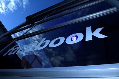 Facebook bị cáo buộc khuyến khích trẻ chơi game bằng tiền cha mẹ