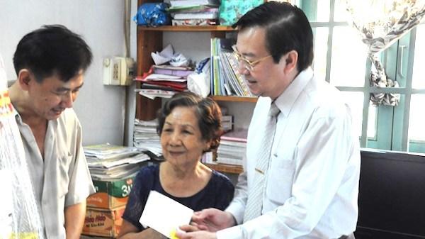 Giáo viên TP.HCM không được đi chúc, tặng quà Tết cho sếp