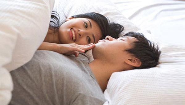 Cần nói chuyện hay yên lặng khi quan hệ tình dục