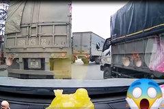 Xe tải lĩnh hậu quả vì cố gắng vượt đường sắt dù chắn tàu đã đóng