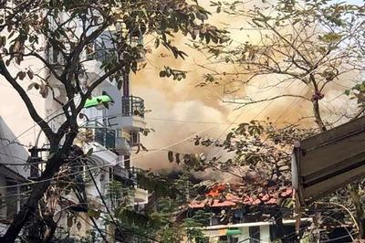 Hà Nội: Nhà phố cổ cháy nghi ngút ngày ông Công ông Táo về trời