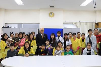 Fubon Life VN tặng quà Tết 'Chắp cánh ước mơ tuổi thơ'