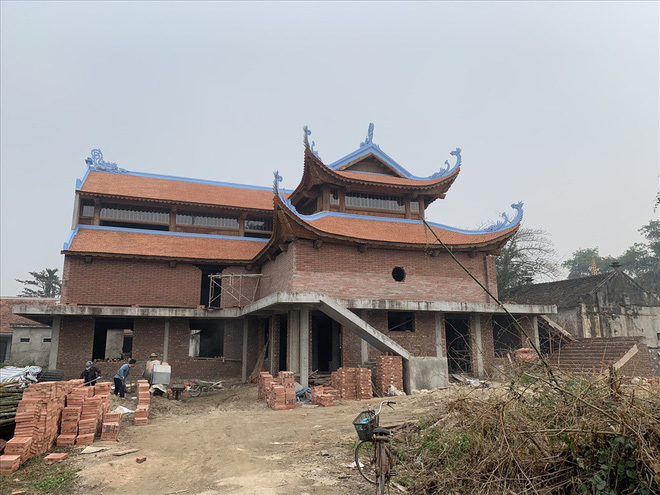 Ngôi chùa hoành tráng được làm từ tiền bán gỗ cây sưa trăm tỷ