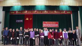 Báo VietNamNet trao 80 suất quà cho người nghèo ở Hà Tĩnh